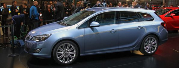 opel-astra-sports-tourer_